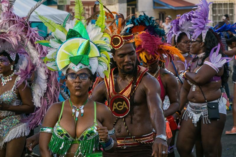carriacou carnival parade of bands